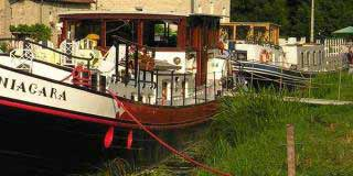Mooring a boat on the canal or river