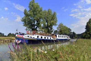La Belle Epoque barge in Burgundy