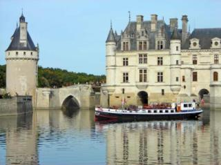 Nymphea barge cruise in the Loire