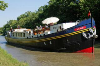 The hotel barge Anjodi