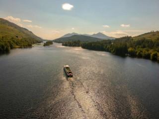 Crusie on Loch Ness in Scotland