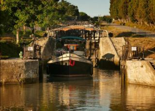 The barge Saraphina in the locks
