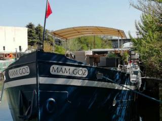 Mam Goz charter barge