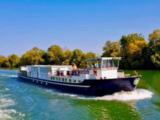 Grand Victoria river cruise