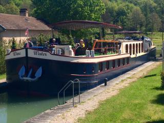 Wine&Water cruising near Dijon