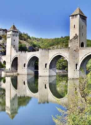 A majestic river in western France boat rental holidays